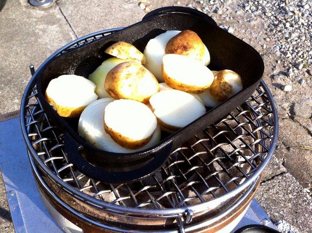グリル用ベイクパンでタマネギとジャガイモ焼き